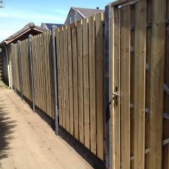 Heerhugowaard Hout/beton schutting met poort